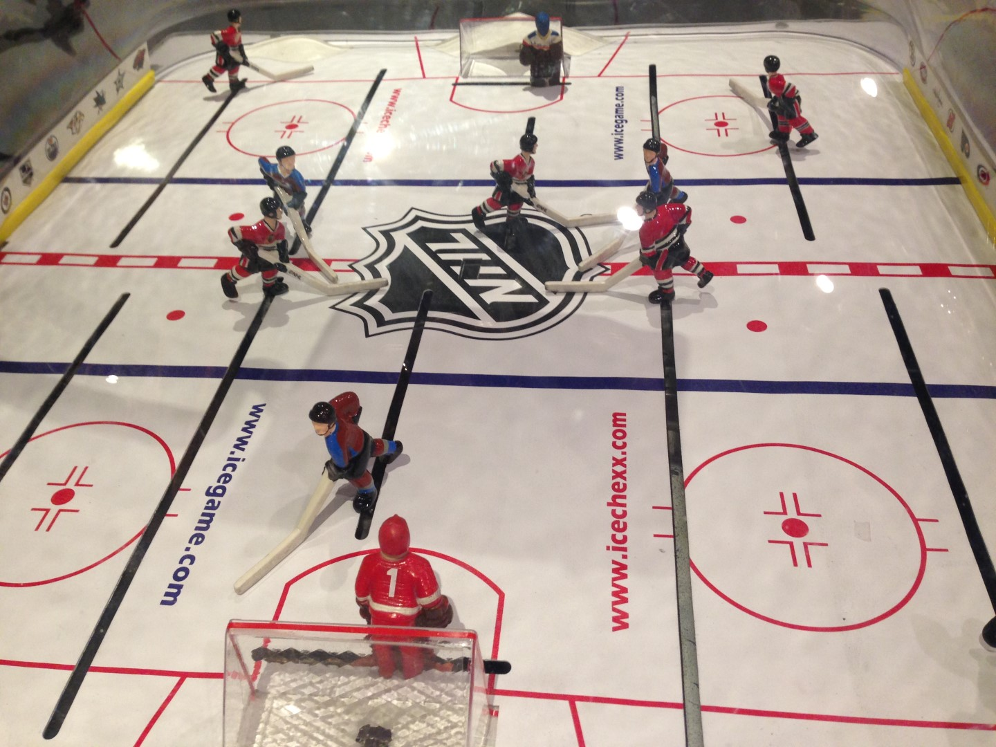 bubble hockey buying guide game room info chexx bubble hockey on ice action